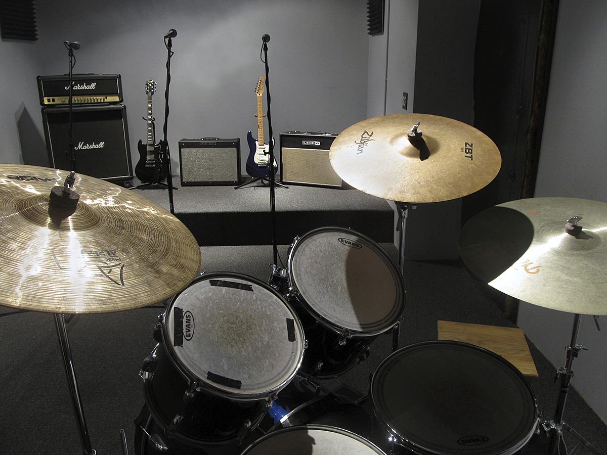 #1953.Rm1.drum set 2 stage.jpg