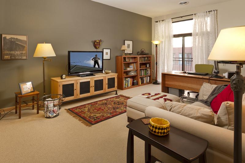 Web_family room horz.jpg
