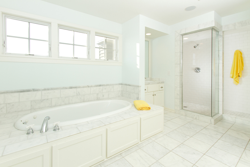 web_lg_bathroom master.jpg