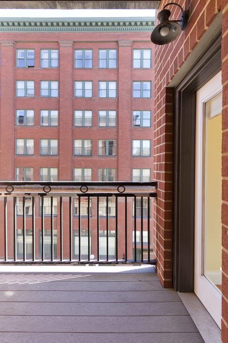 Web_balcony vert.jpg