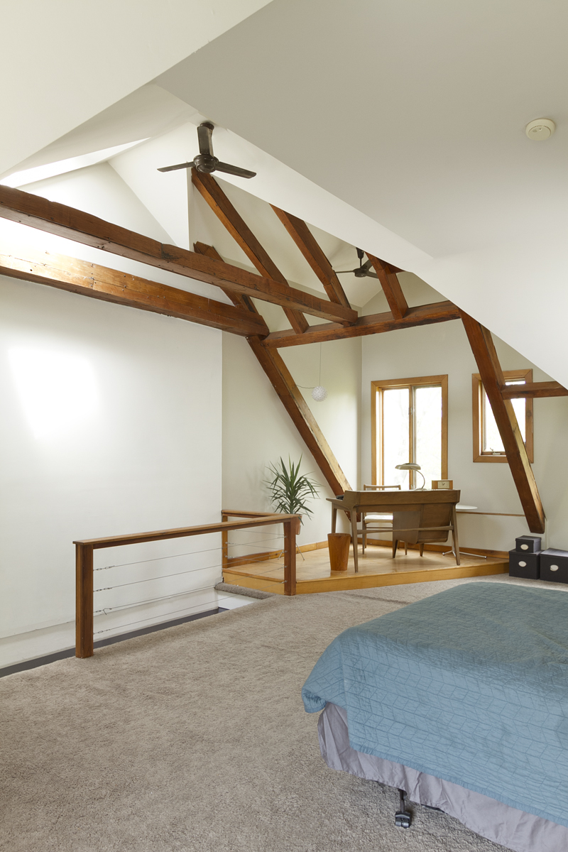 web_bedroom upper.jpg