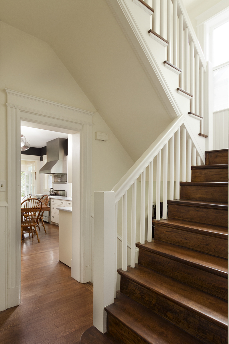 Web_staircase to kitchen.jpg