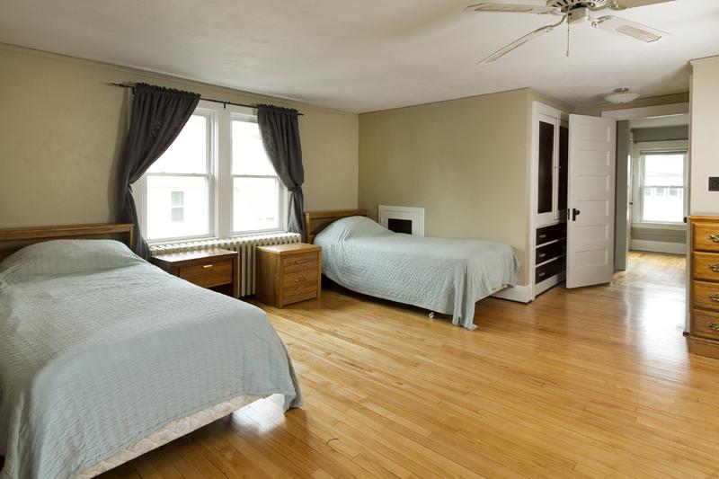 web_bedroom upper 1.jpg