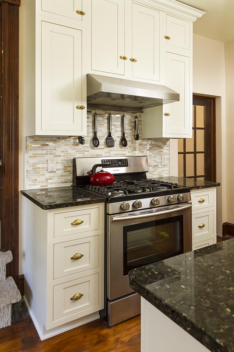 web_kitchen stove vert.jpg