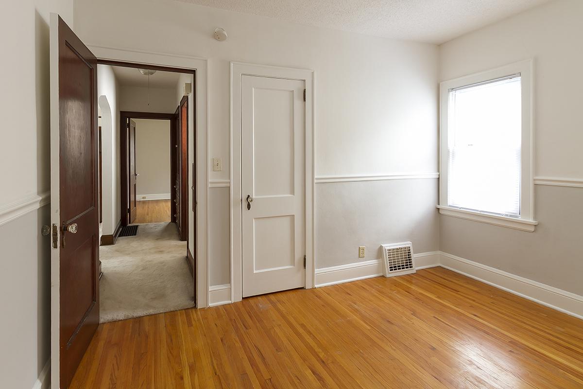 web_bedroom 2 to hallway horz.jpg