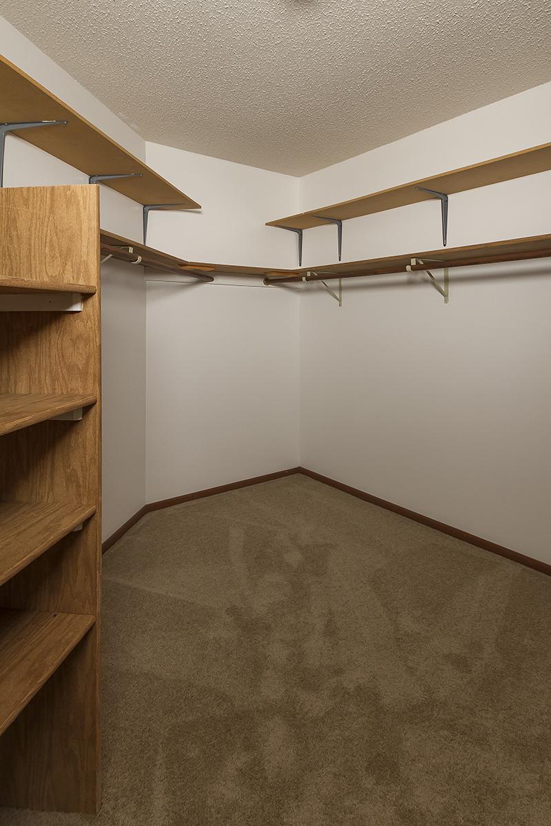 web_bedroom maste closet.jpg
