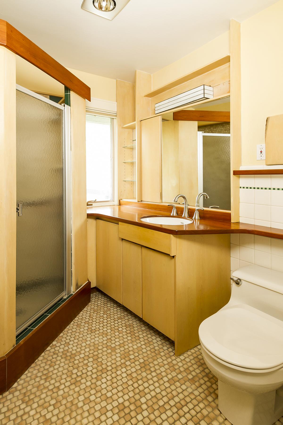 web_bathroom upper.jpg