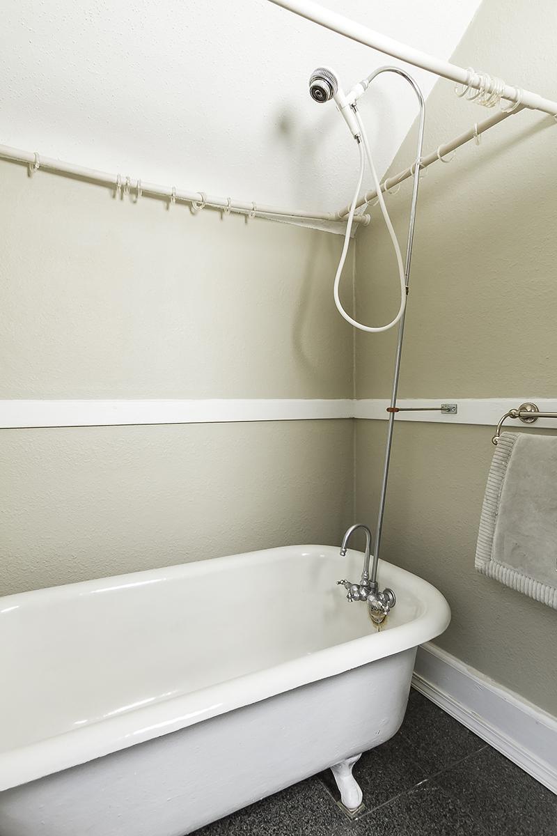 web_bathroom 2 2.jpg