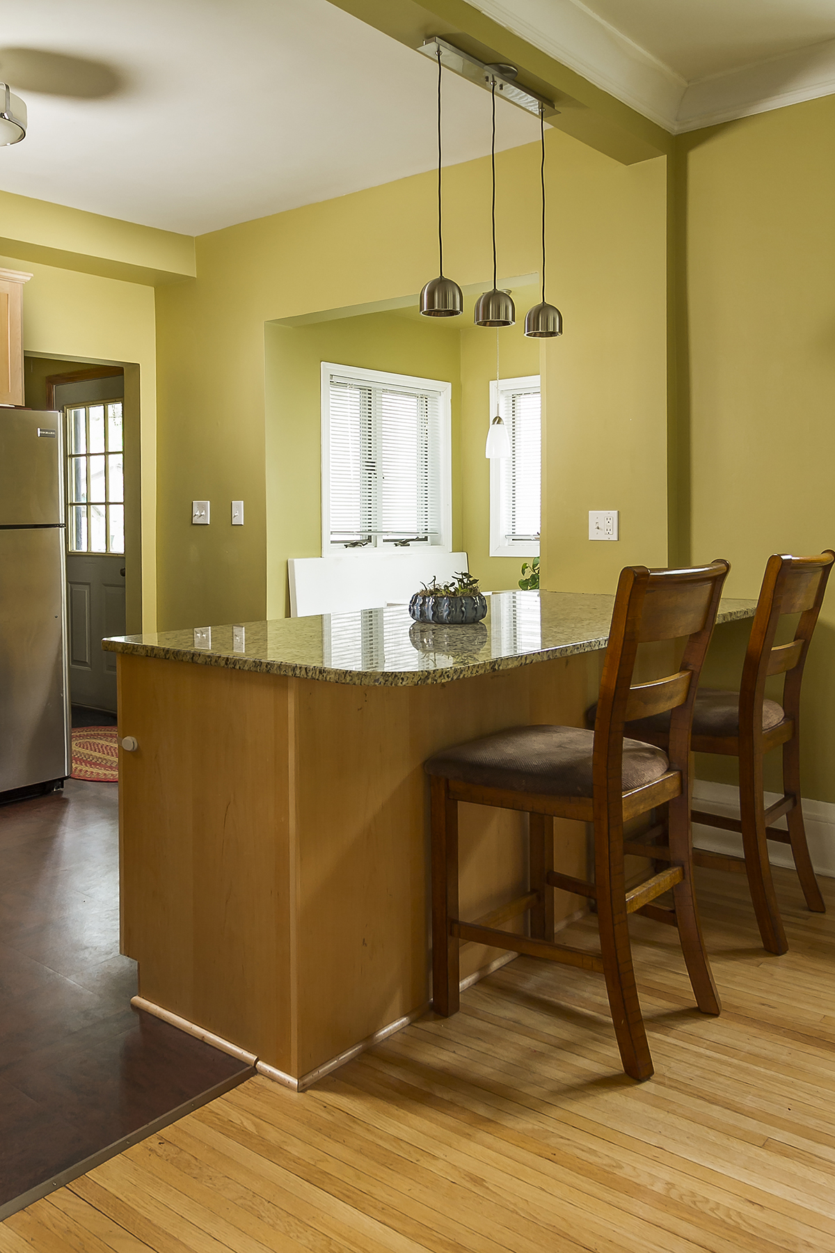 web_kitchen breakfast bar.jpg