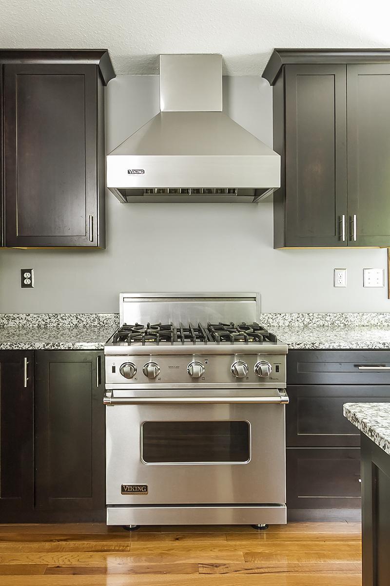 web_kitchen viking stove.jpg