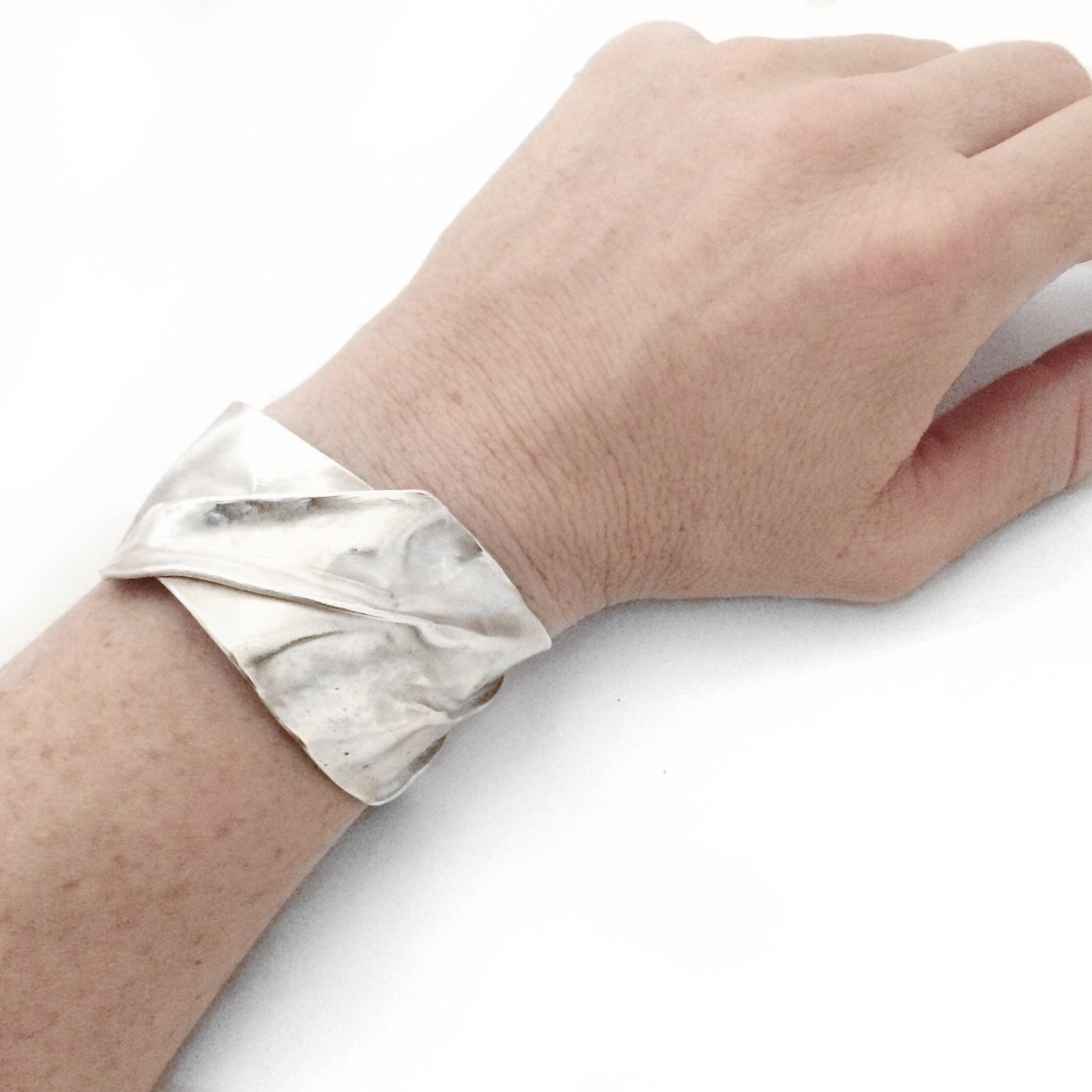 fold form on wrist.jpg
