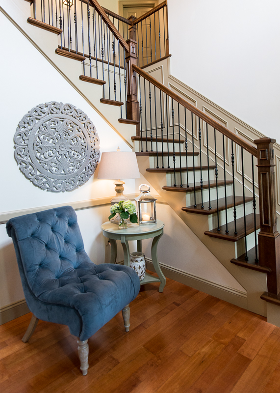 ENTRY WAY & STAIRCASE