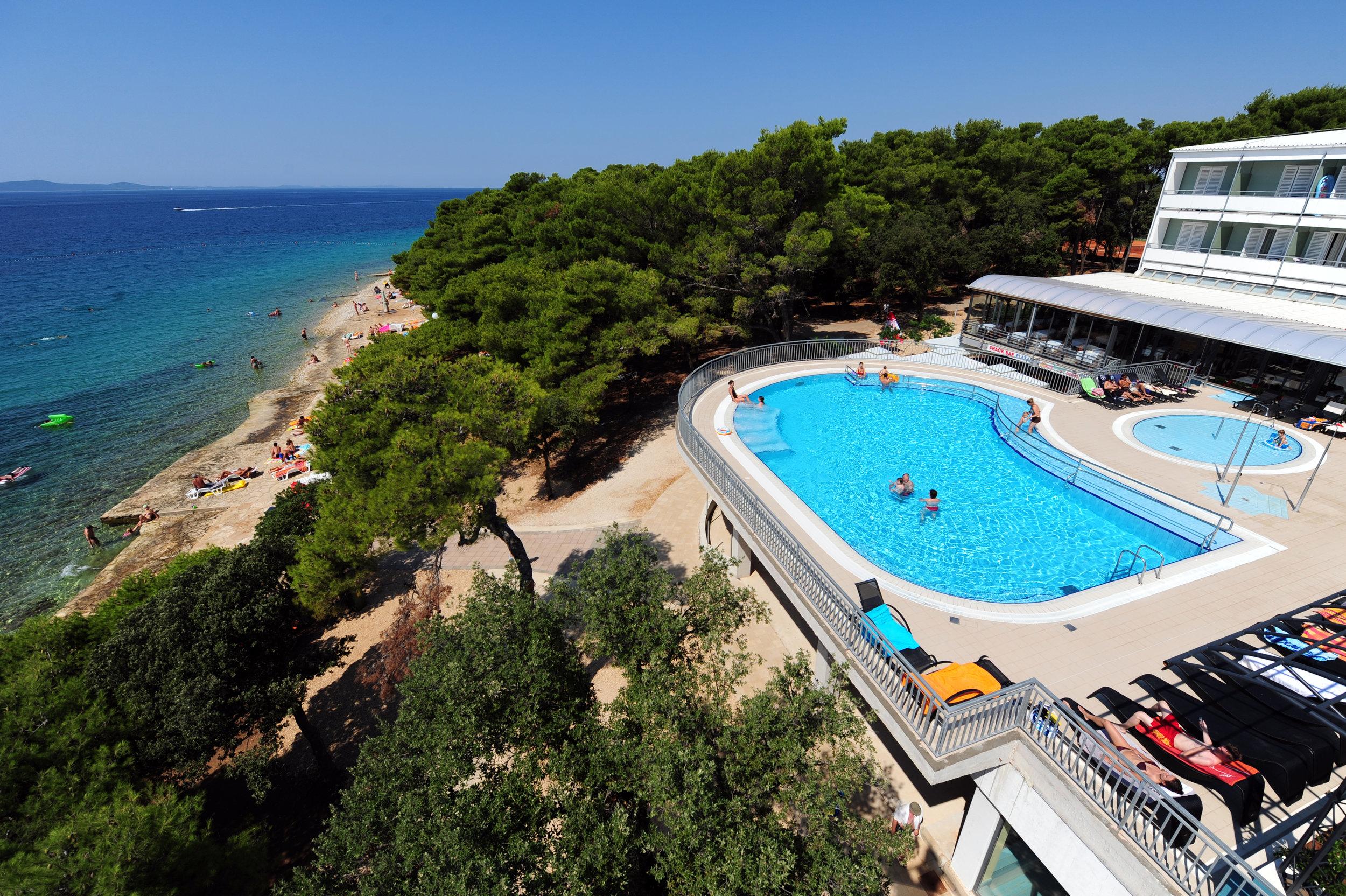 pinija_outdoor_pool_8.jpg