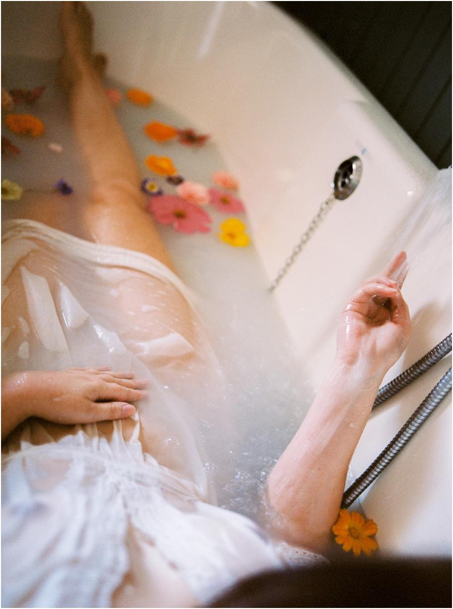 Siegrid Cain boudoir nude water sensual photography portrait woman in bathtub with flowers milkbath_0004.jpg