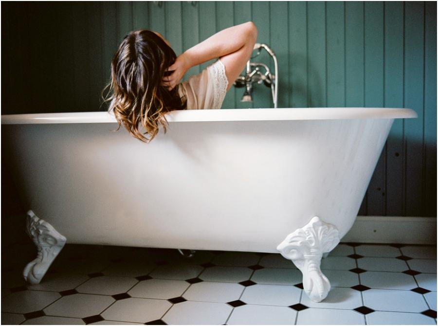 Siegrid Cain boudoir nude water sensual photography portrait woman in bathtub with flowers milkbath_0006.jpg