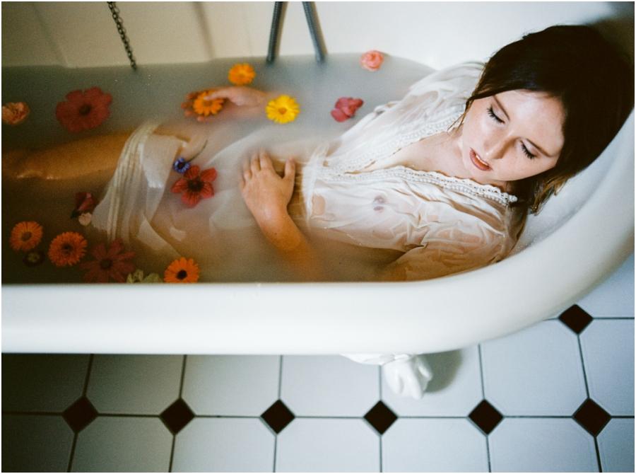 Siegrid Cain boudoir nude water sensual photography portrait woman in bathtub with flowers milkbath_0007.jpg
