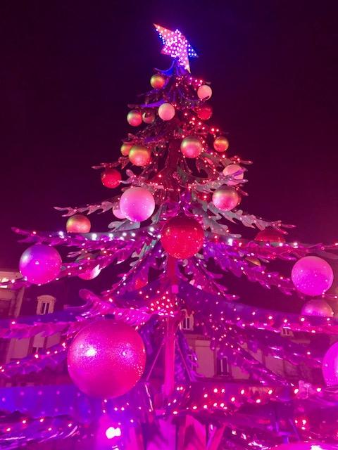 - Le temps des fêtes est un temps dans l'année généralement associé à des idées de joie, de bonheur, de réjouissance, d'espoir, de renaissance et d'amour.