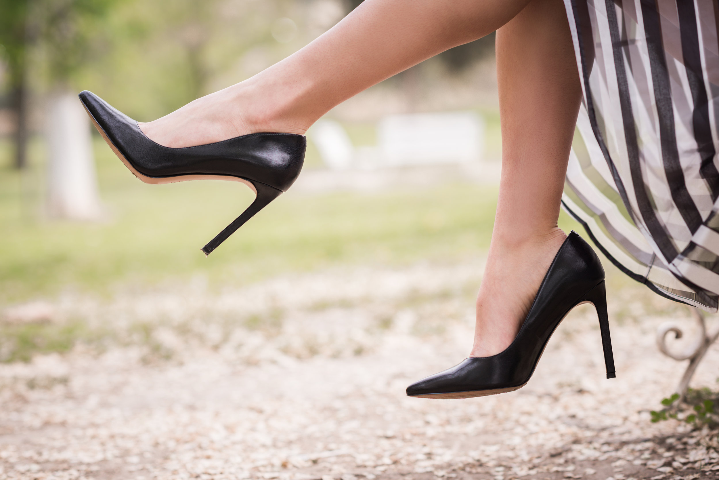 - Évitez les chaussures serrantes et les high-heels.Évitez les vêtements, les bandages ou les bijoux serrants.