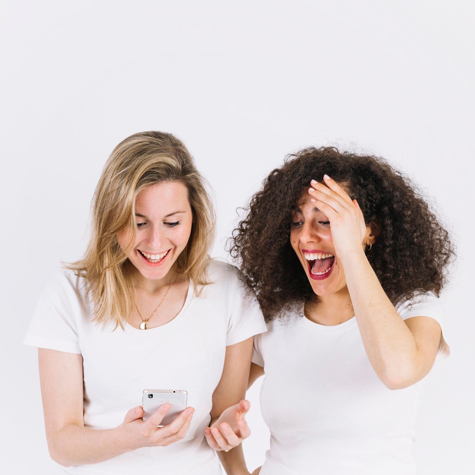 - Le neurologue et chercheur, le Dr Henry Rubinstein a découvert que le corps ne pouvait faire la différence entre un rire qui serait déclenché par une bonne blague et celui qui est déclenché par un exercice de rire.