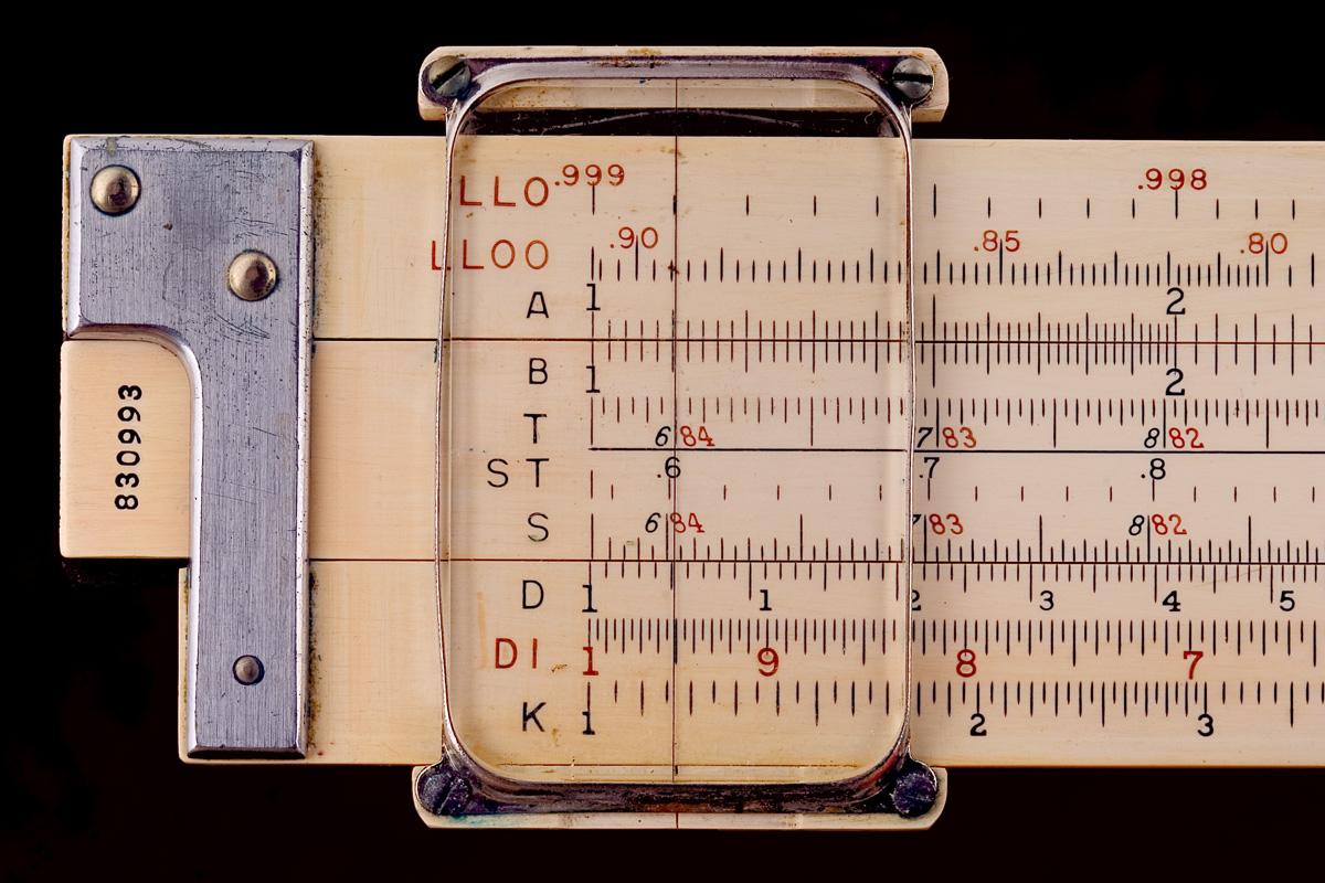 Keuffel_&_Esser_slide_rule,_model_4081-3_(ca._1940)_-_Detail.jpg