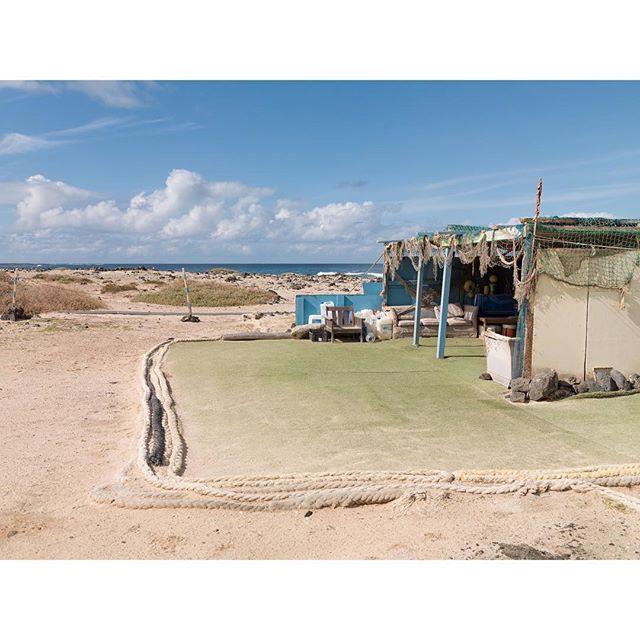 Ese césped artificial en la playa me tiene loco. Un poco de #Fuerteventura y #Majanicho nunca viene mal.