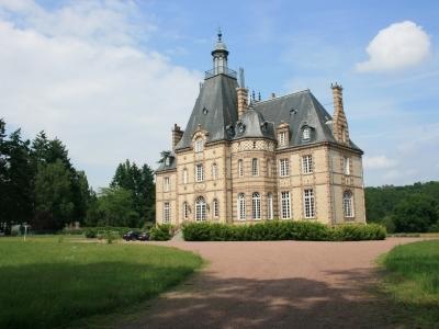 Retro-Rides-at-Château RiveSarthe.jpg