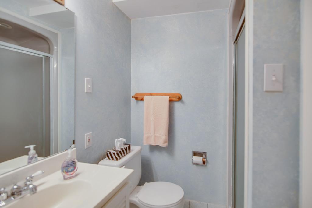 bsmt bath 42s.jpg