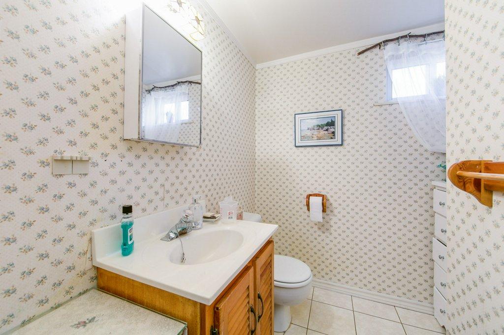 bsmt bath.jpg