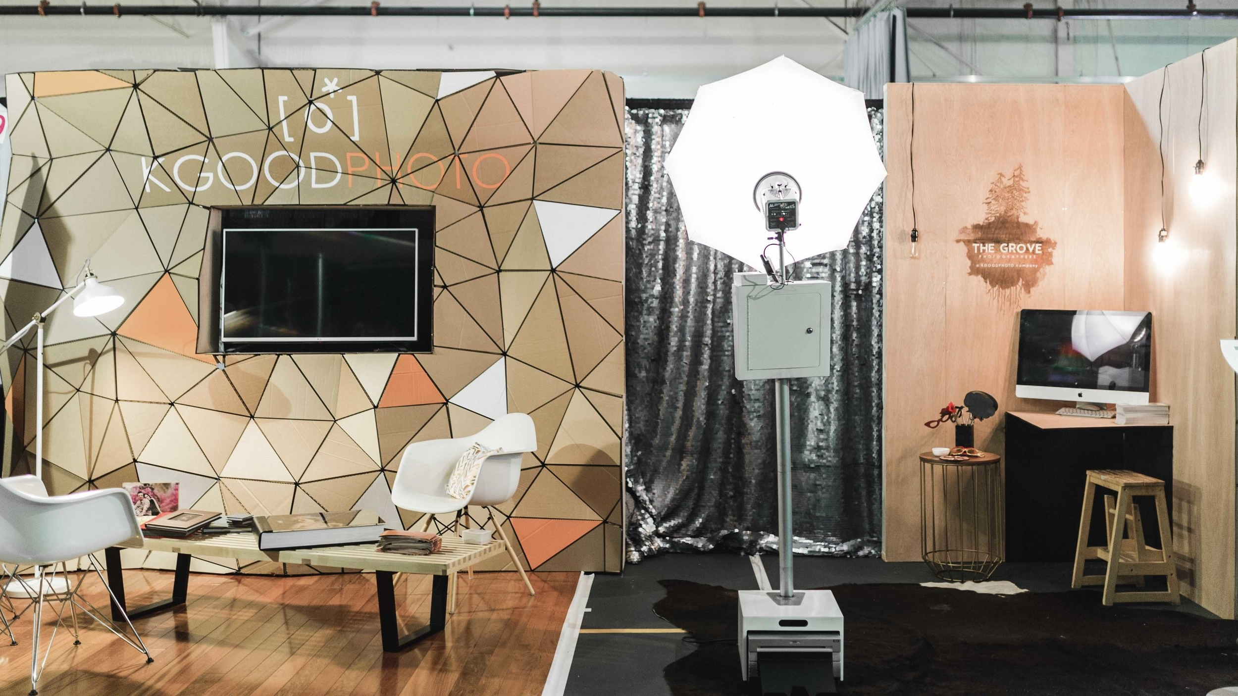 custom trade show booth with screen