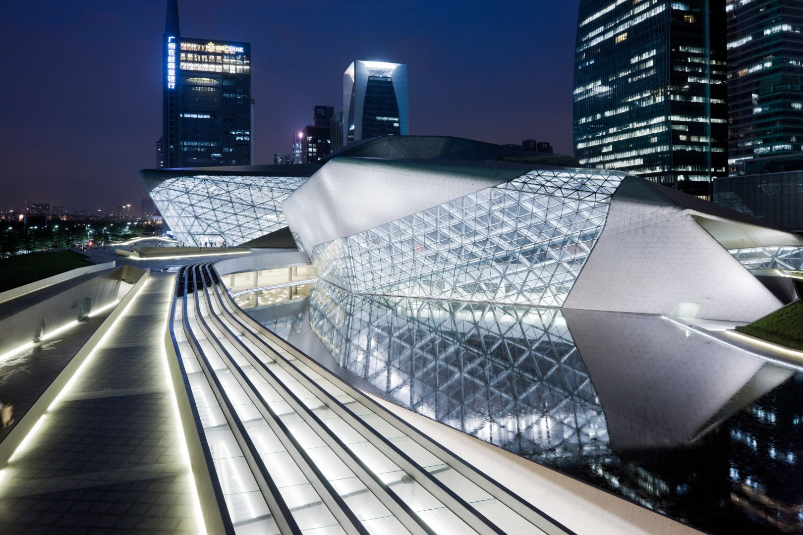 Zaha Hadid Architects的广州歌剧院