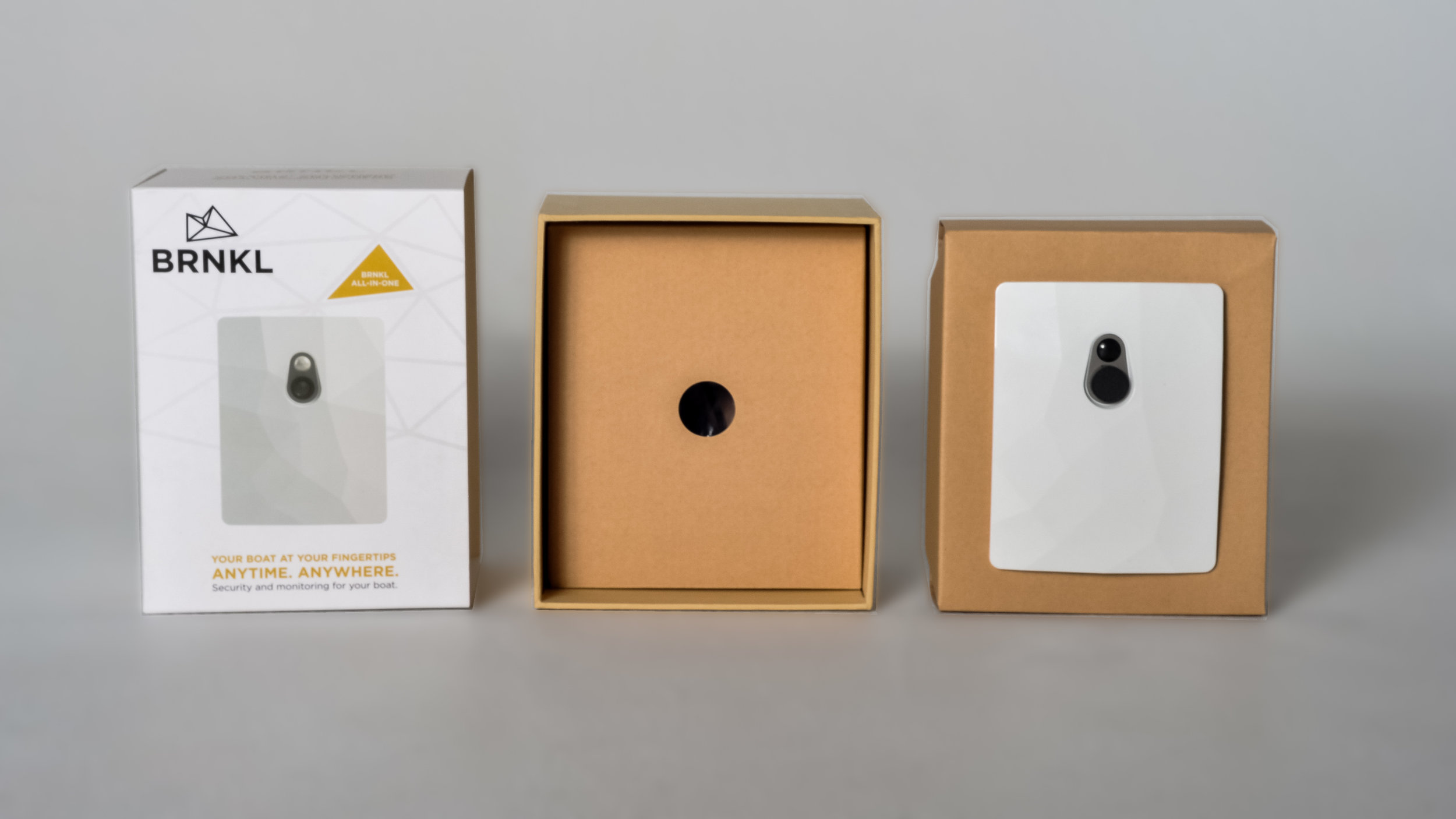 The result is a visually-grabbing packaging sleeve for the high-tech product, cohesive with the brand's image and strategy.