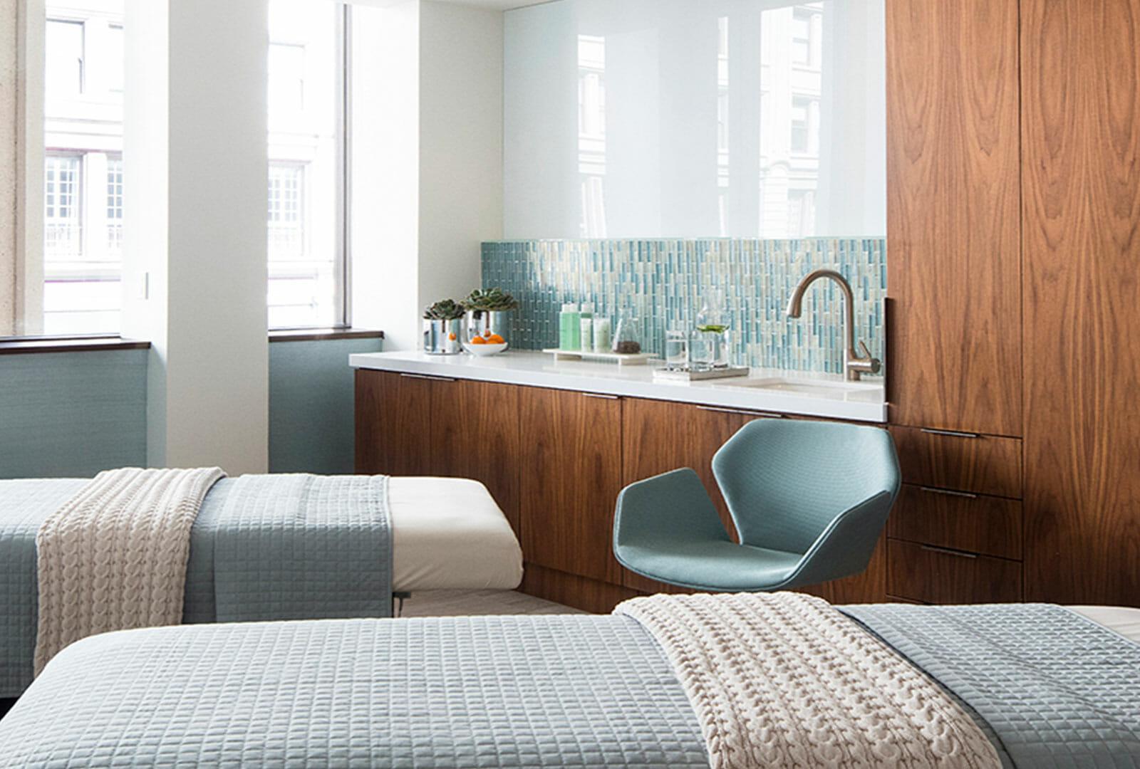 Internal-AquaVie-Treatment-Room-min.jpg