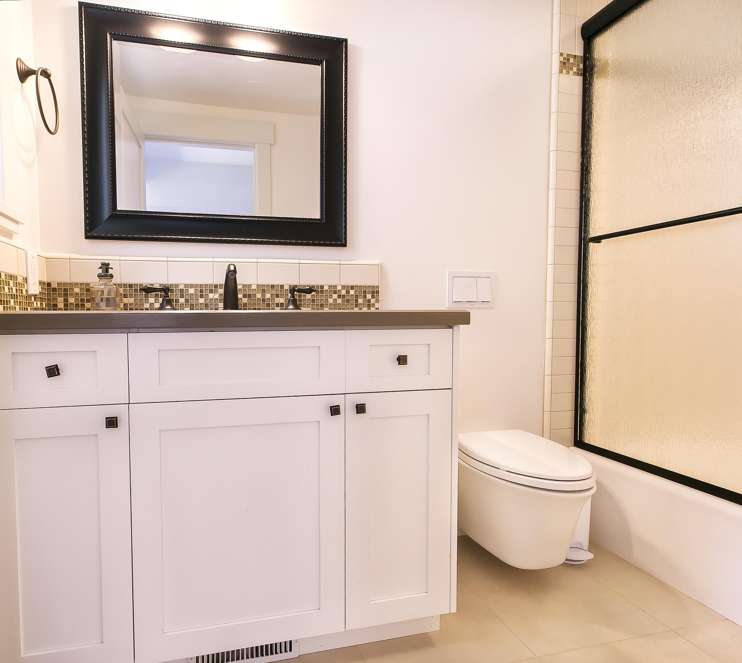 Cayucos Bathroom 3.jpg