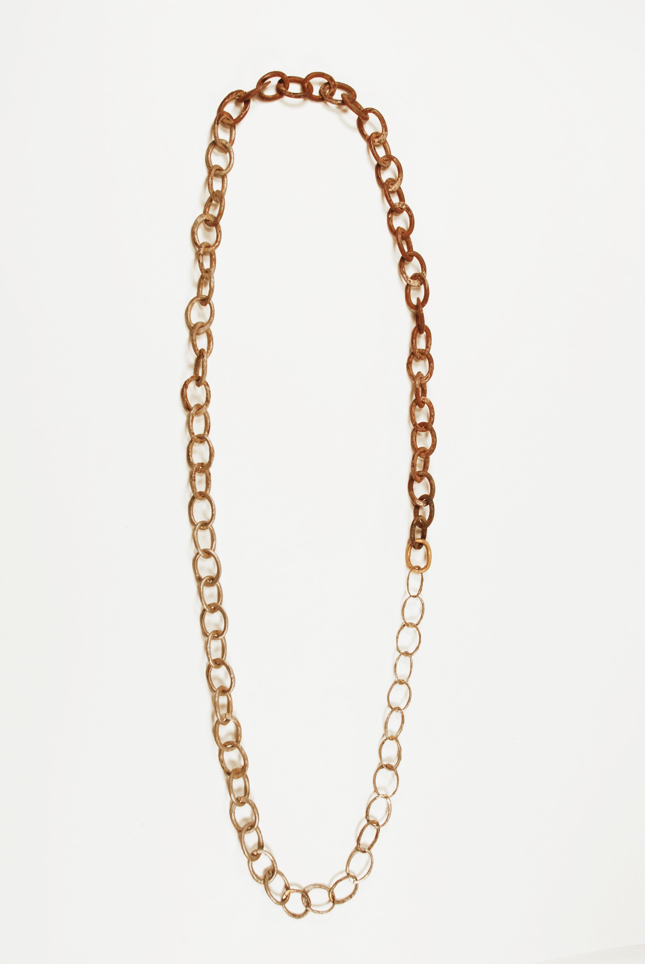 FADE, chain-linked necklace