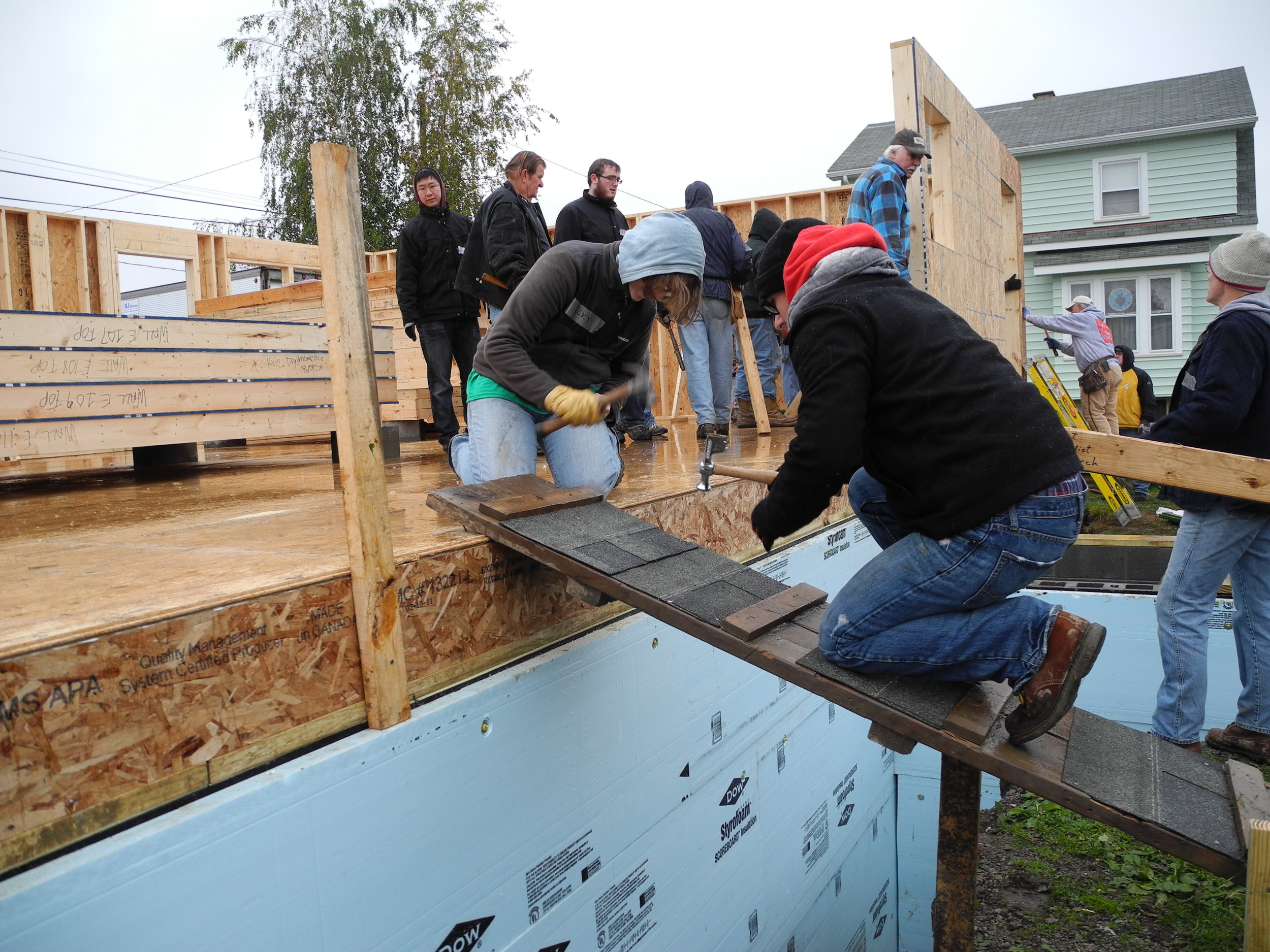 Students participated in a Habitat for Humanity Blitz Build event to gain first hand experience with prefabrication strategies.
