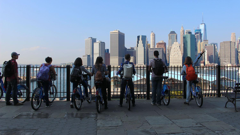 21_MUD_EXP07_NYC-field-trip-at-Brooklyn-Bridge-park-facing-downtown-Manhattan_F16.jpg