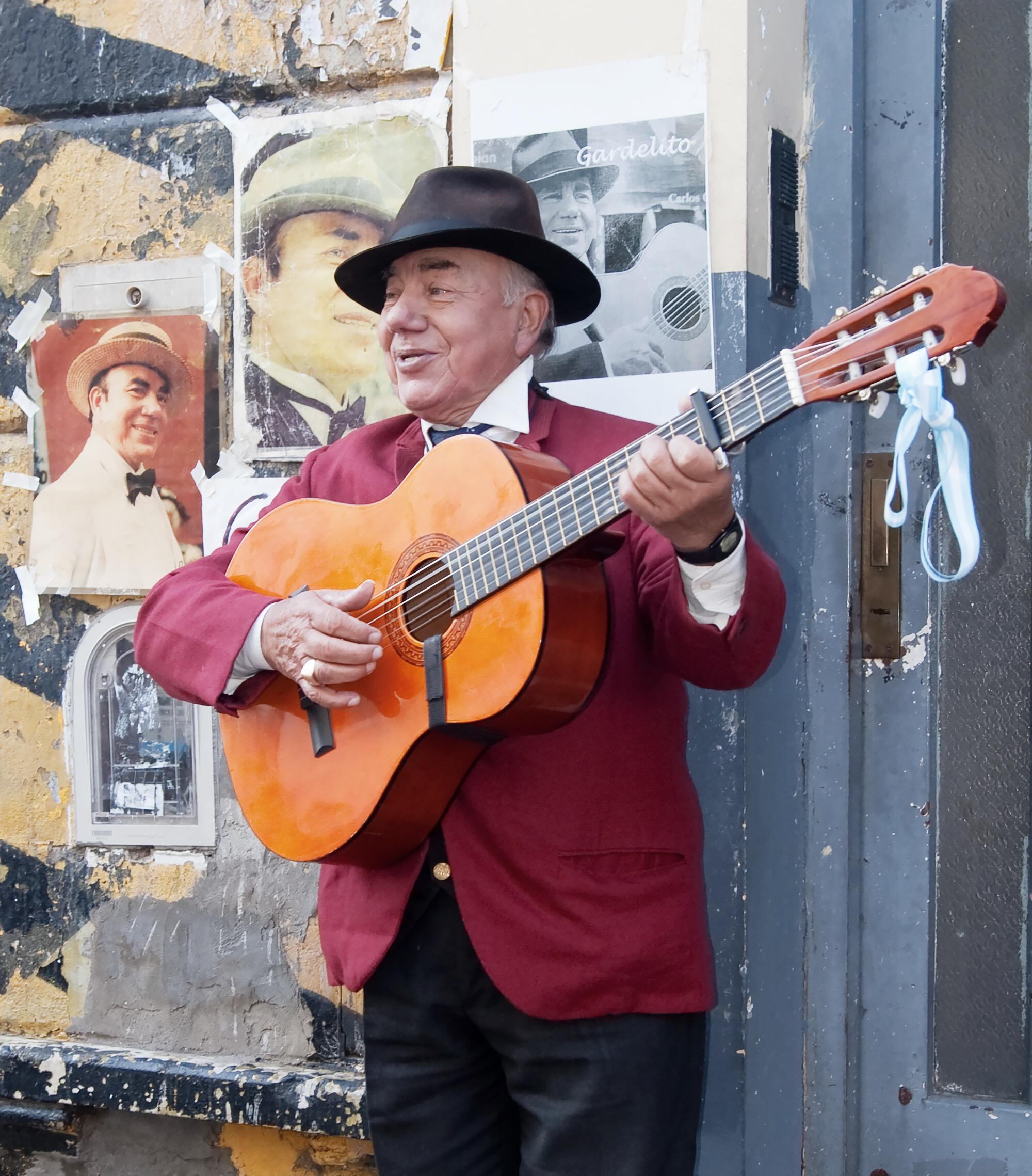 Argentine street performer