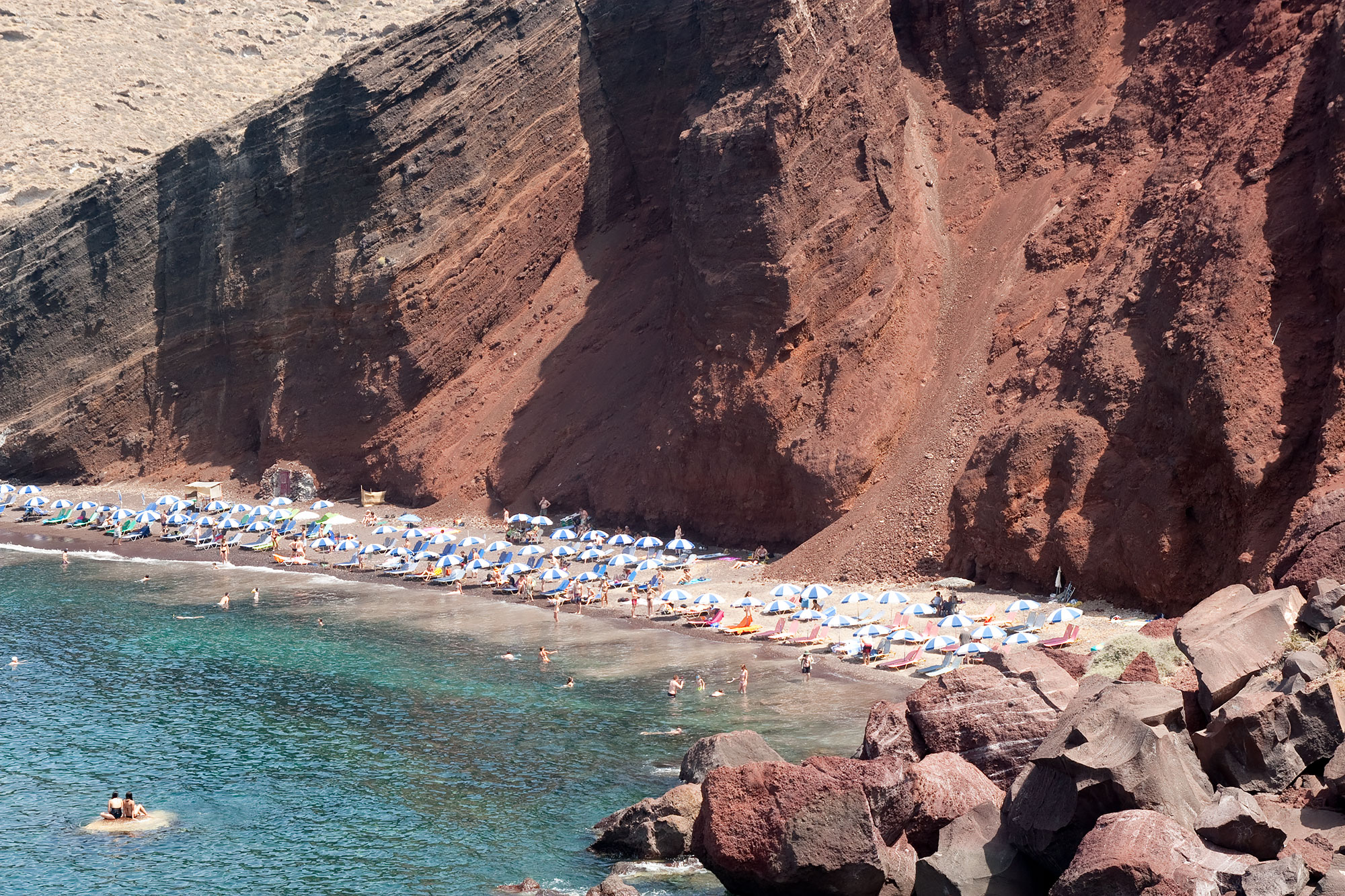 chrissihernandez-greece-santorini-redbeach.jpg