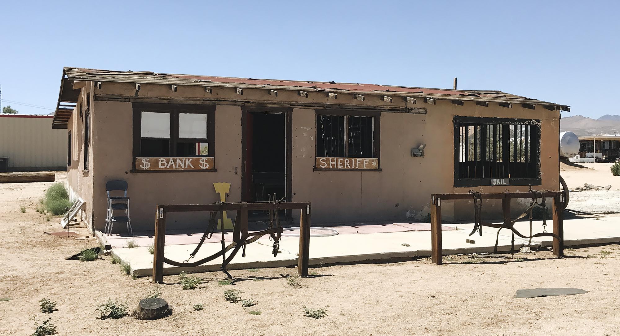 chrissihernandez-california-robbers-roost-iPhone (2)copy2000.jpg
