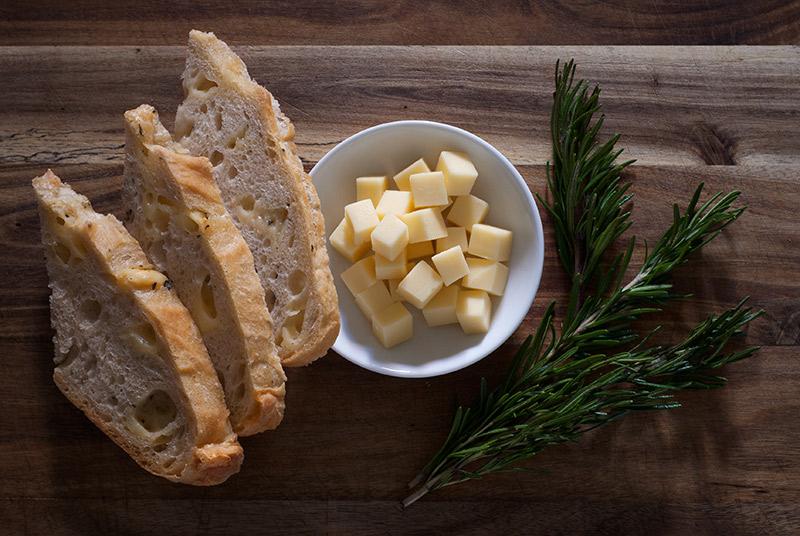 No-Knead Bread: Baby Gouda & Rosemary | www.breadandbrushstrokes.com