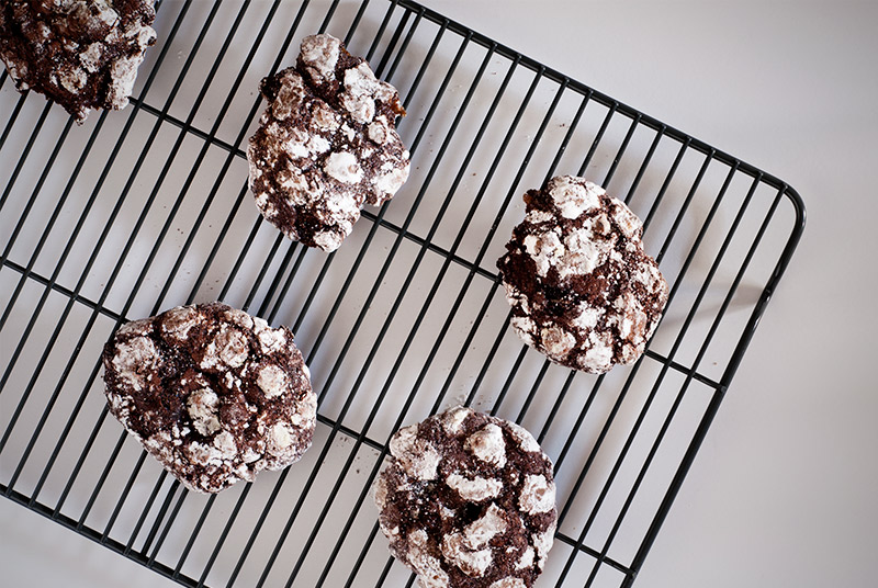 Rocky Road Crackle Cookies | breadandbrushstrokes.com