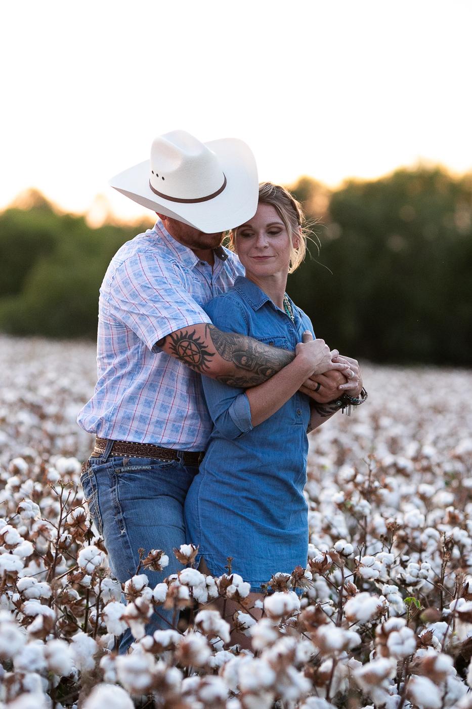 cotton-field-couple-portrait-mini-session-san-antonio-lytle-10.jpg