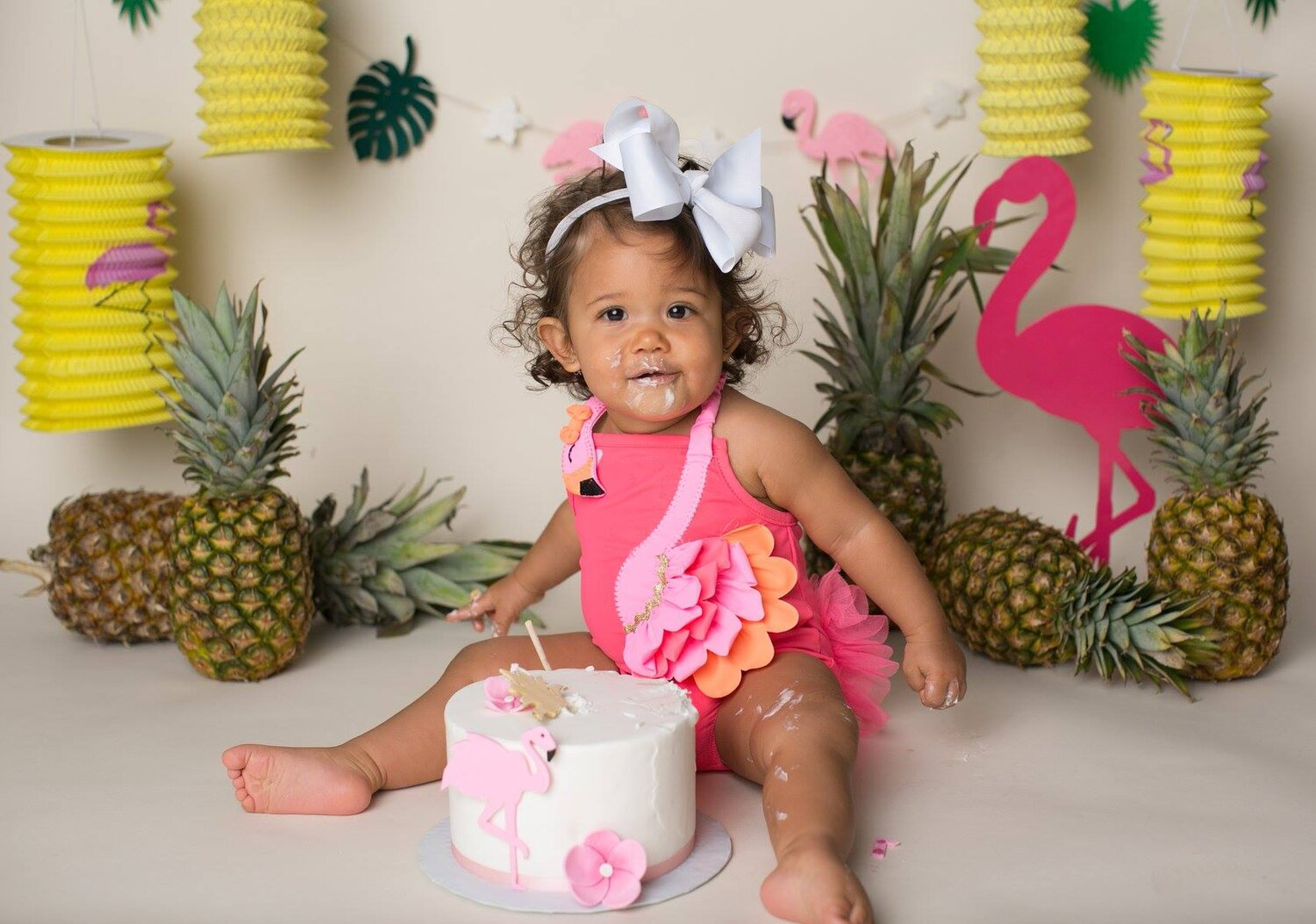 tiki-tropical-cake-smash-san-antonio-texas-lytle-photoshoot.jpg