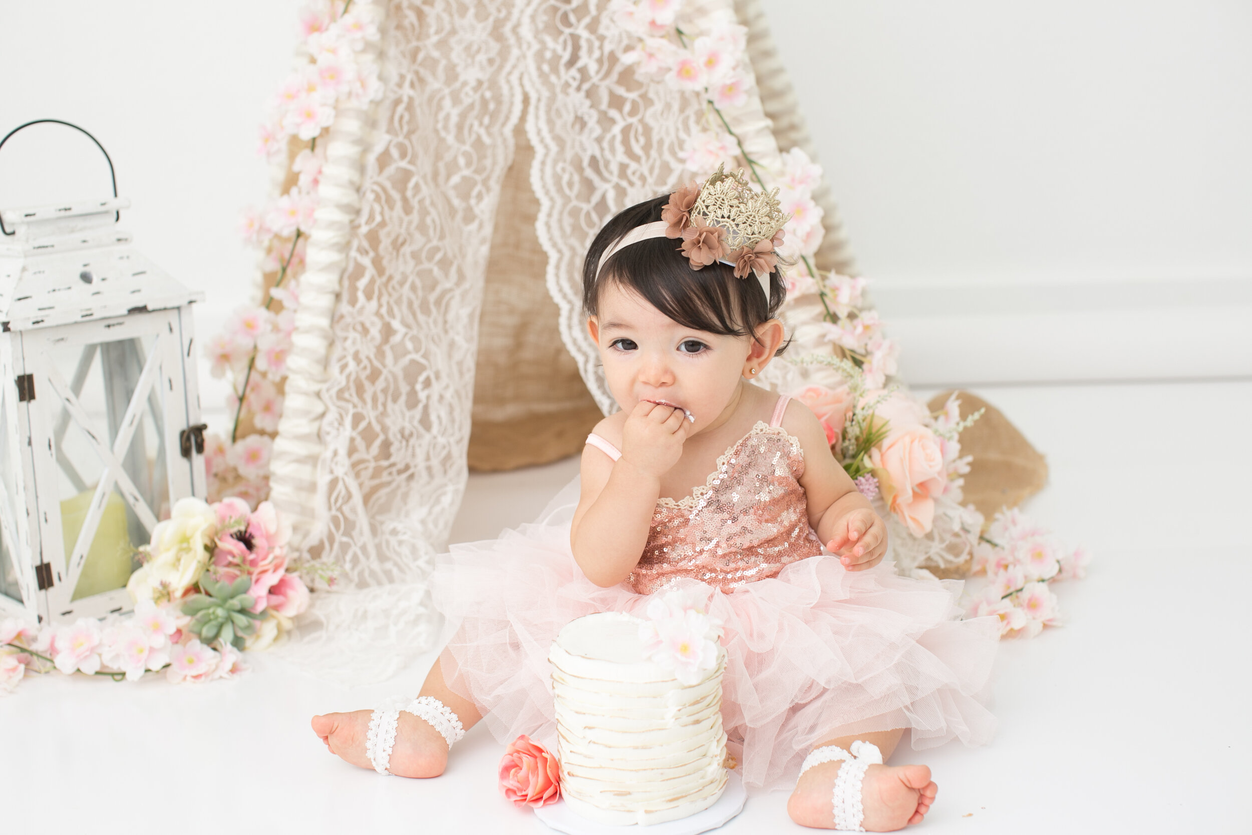 teepee-cake-smash-san-antonio-texas-lytle-photoshoot.jpg