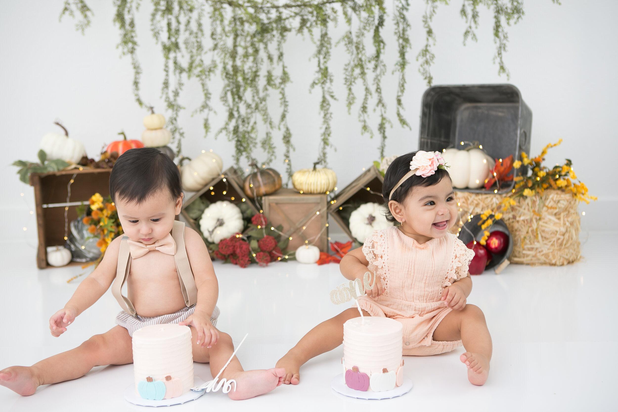 twins-autumn-fall-cake-smash-lytle-san-antonio-texas-2.jpg