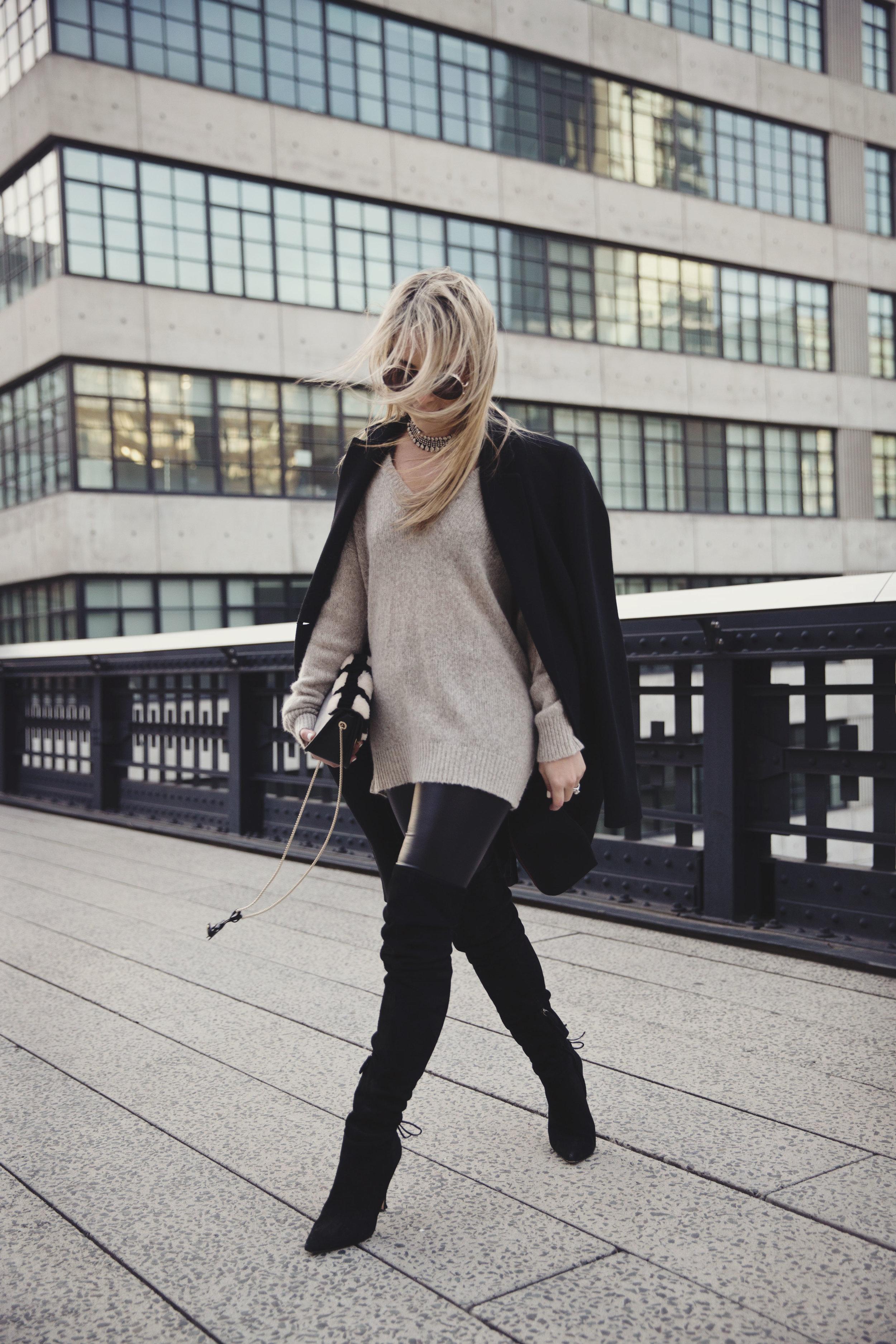 how_to_style_leather_leggings
