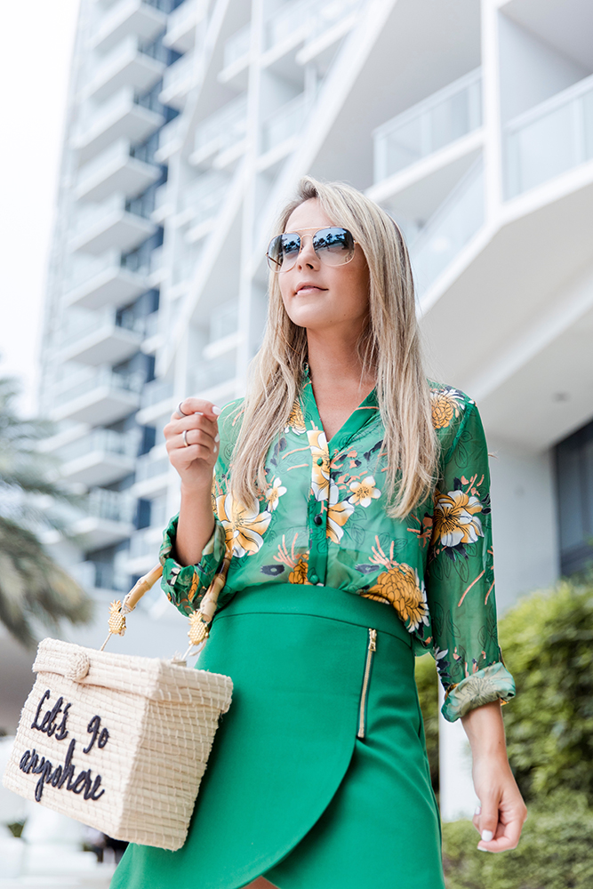 closeup-alice-olivia-skirt-blouse