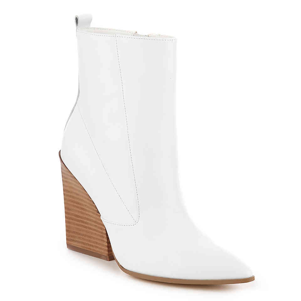 shoe-trend-white-boots-shoes-booties-christie-ferrari-small-1