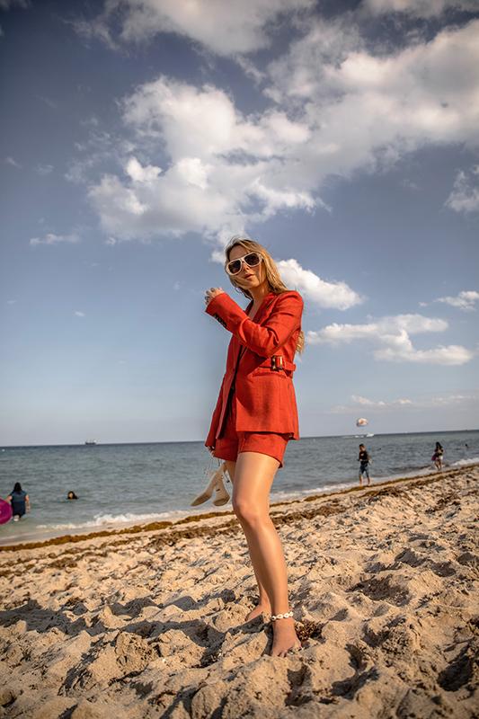 spring-summer-2019-short-suit-christie-ferrari-2