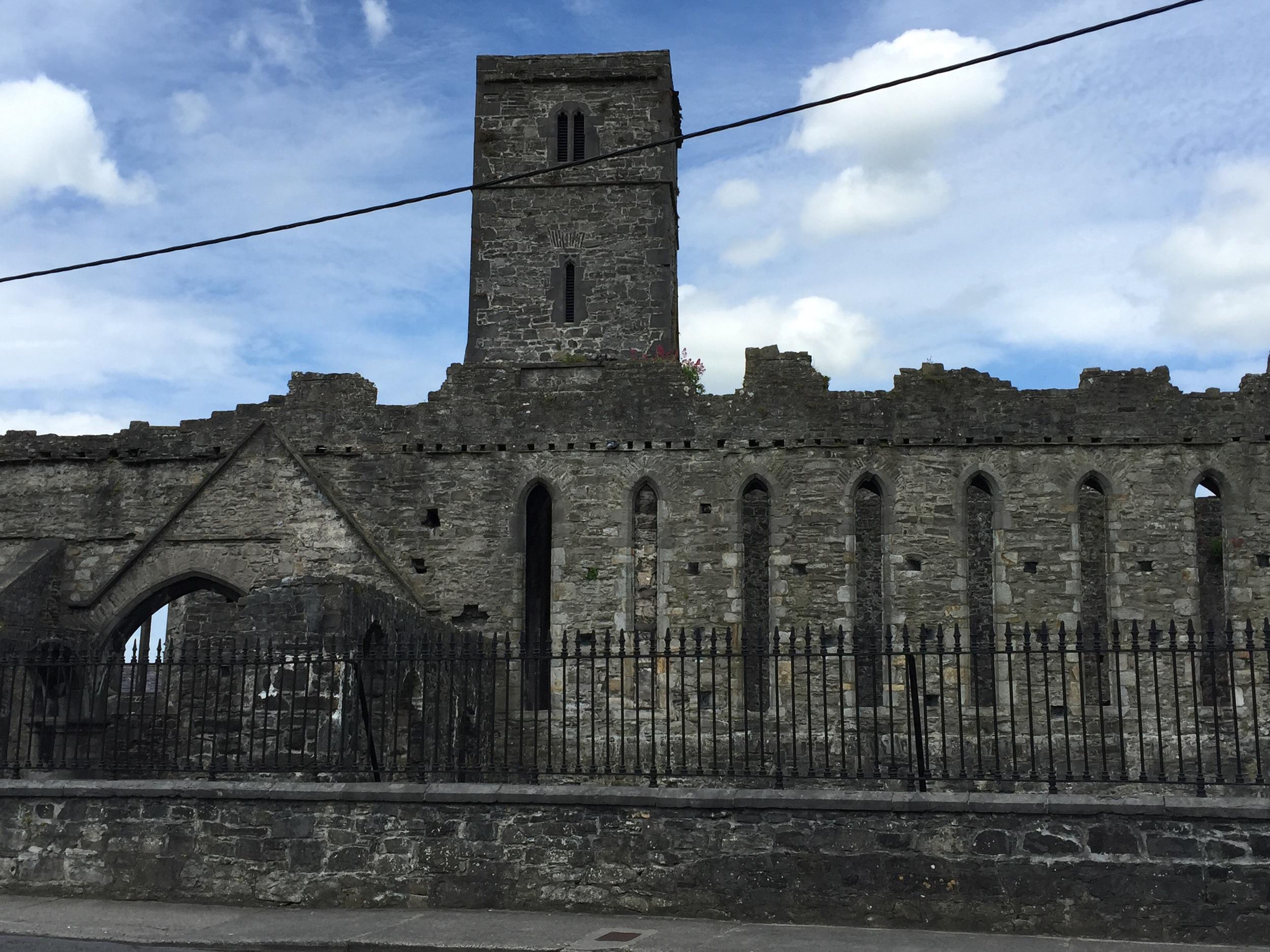 Sligo Abbey from the street.